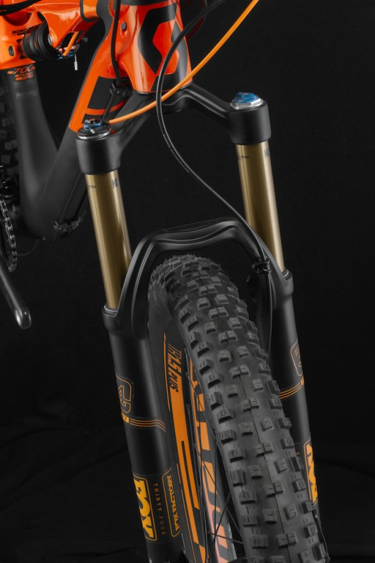 3 Genius-700-Tuned-Plus_Detail_fork-clearance